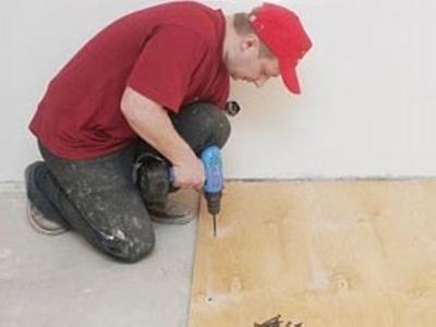 Крепление фанерных листов к полу