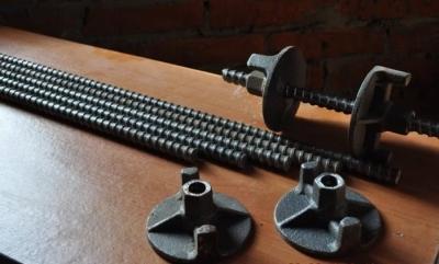 Крепёжные шпильки и гайки для крепления фанеры