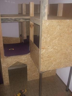 Домик для ребёнка, установленный в комнтате