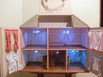 Домик для кукол и игрушек