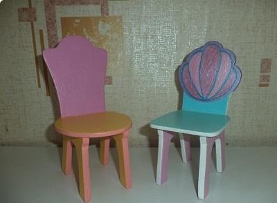 Фотография готовых кукольных стульев