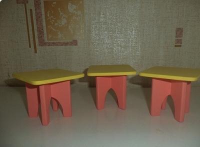 Фотография готовых игрушечных табуреток
