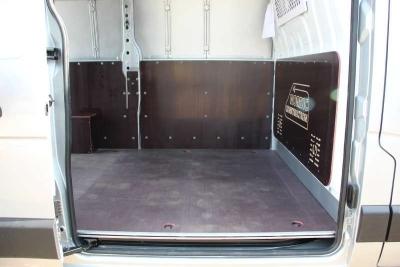 Фанера транспортная на полу фургона