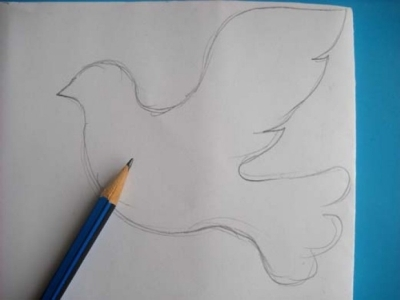 Набросок голубя на бумаге