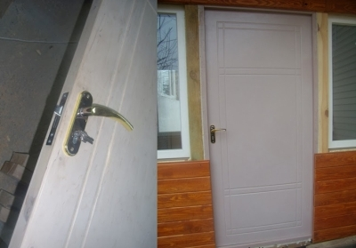 Врезание замка с рукояткой и готовая дверь