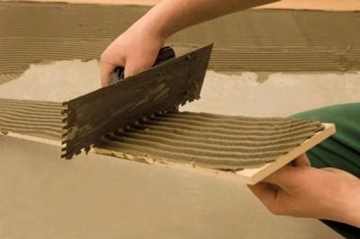 Клей для плотного сцепления фанеры со стяжкой