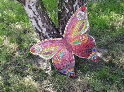 Бабочка украшенная мозаикой