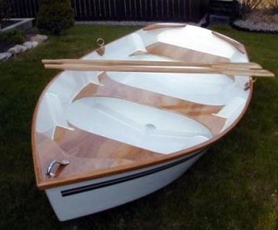 Гребное судно из фанерных панелей