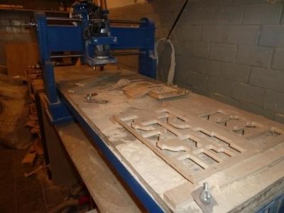 Вырезание фанерных плит на ЧПУ