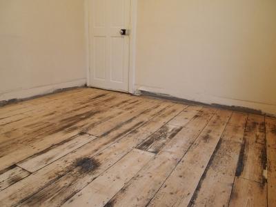 Подготовленная поверхность деревянного пола