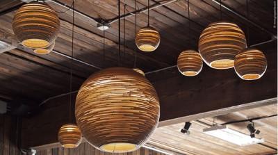 Светильники-шары разных размеров создают особую атмосферу в помещении
