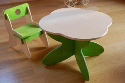Цветные стол и стульчик