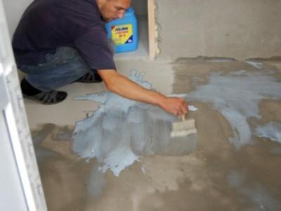 Нанесение грунтовки на бетон