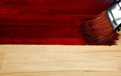 Краска защитит фанеру от воздействия влаги и придаст эстетичности внешнему виду изделия