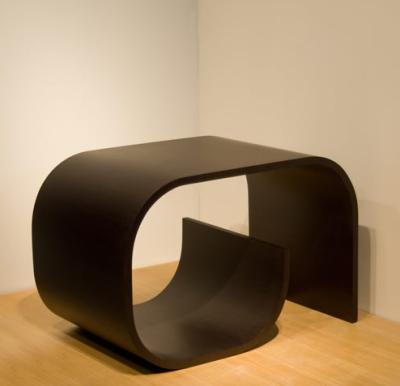 Нестандартный стол из гибкого материала