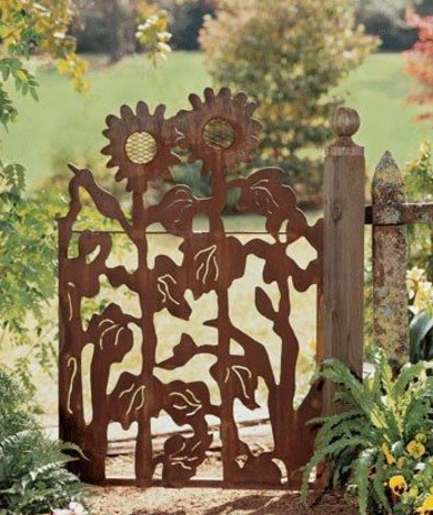 Декор садовой двери
